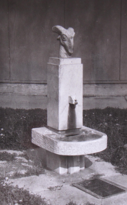 Papi Lajos Kecskés kút 1983 a Kisúj Étteremnél